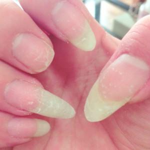バラバラの長さの爪も…ネイルサロン LUCK